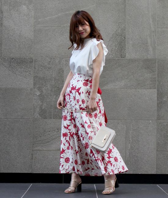 花柄スカートでレディなスタイル