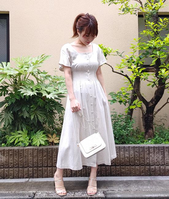 フィット&フレアの上品なサマードレス