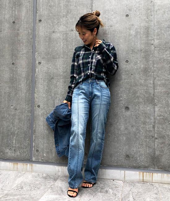 チェックシャツ×デニムのカジュアルスタイル