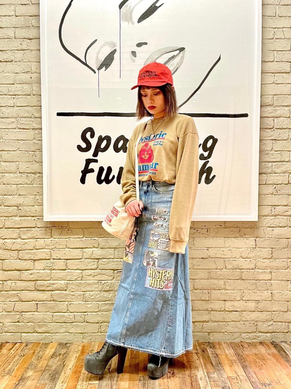 ニットのような素材感のスウェットは着心地が良く、人気のデザインです✨ ユニセックスで着用いただけます!