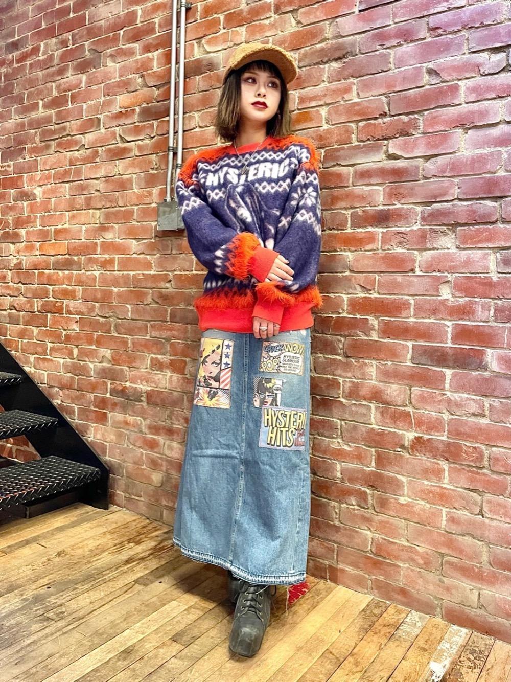 人気のHYS TIMESのジャガードスウェットは目を惹く配色が推しのアイテム🧡💜 オーバーサイズですがロングスカートと合わせて女性らしく着てもかわいいです✨