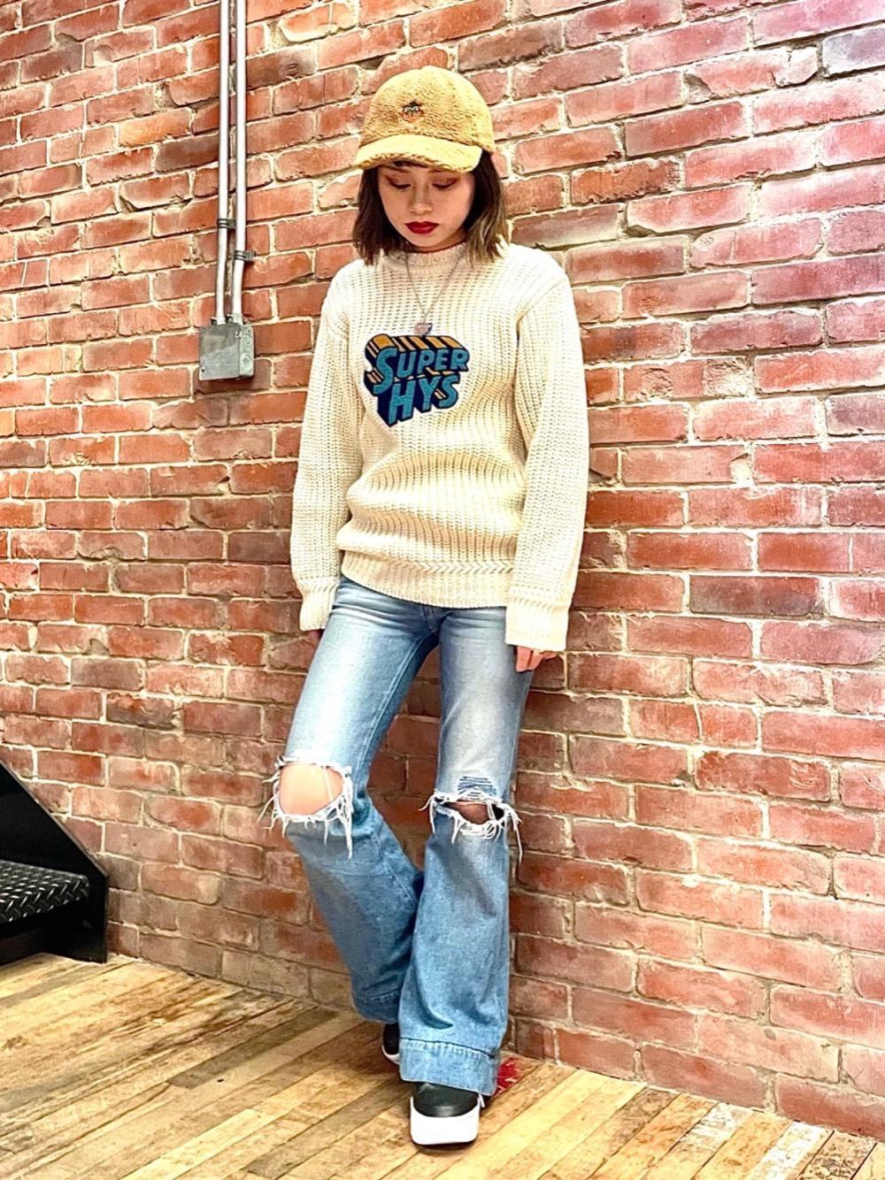 BRITISH WOOLを使用したワッペンプルオーバーを着用してみました🐑 羊毛と綿糸を一緒に編むことにより、ニット特有のチクチク感を軽減させています! POP BERRYのボアキャップは暖かく小顔効果ありです👍🏻