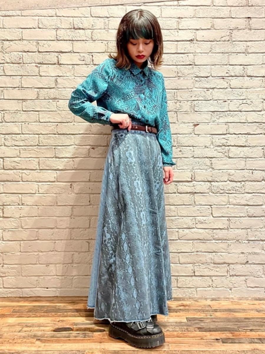 ターコイズの色味が綺麗なブラウスを着てみました💎 1枚で着ても良し、羽織として着ても良しのおすすめアイテムです!!