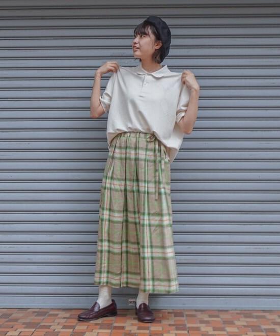 ポロシャツ×チェックスカート