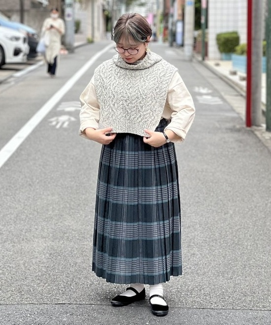 ニットベスト×ロングスカート