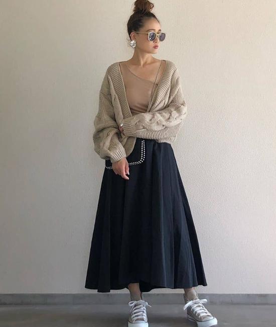 タックテールフレアスカート